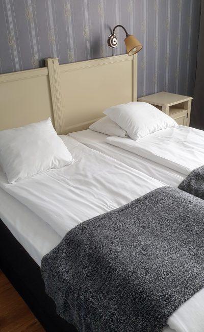 Bo på hotell i sin egen stad